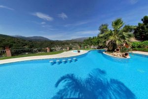 relax marbella beach pool